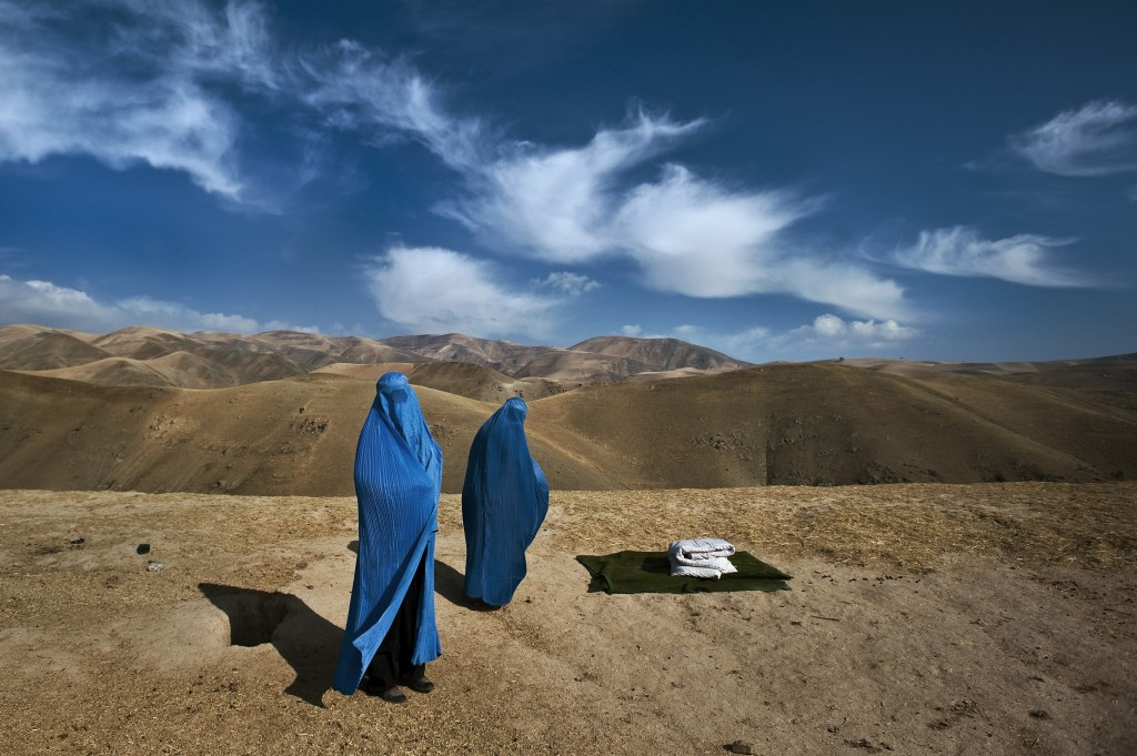 An Afghan woman starts giving birth under her veil