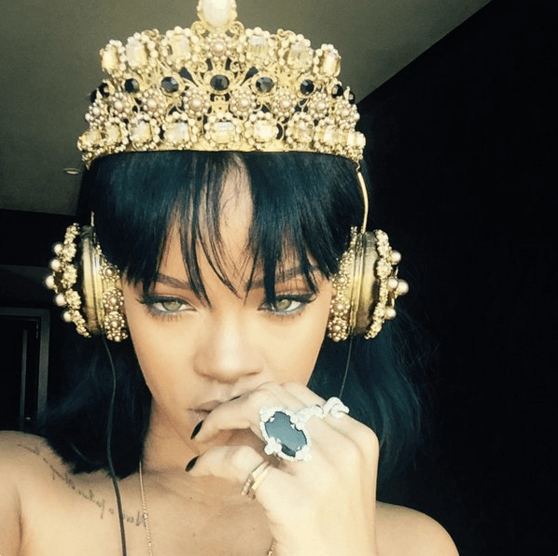 Rihanna listening to ANTI on Dolce & Gabbana headphones – Loaded