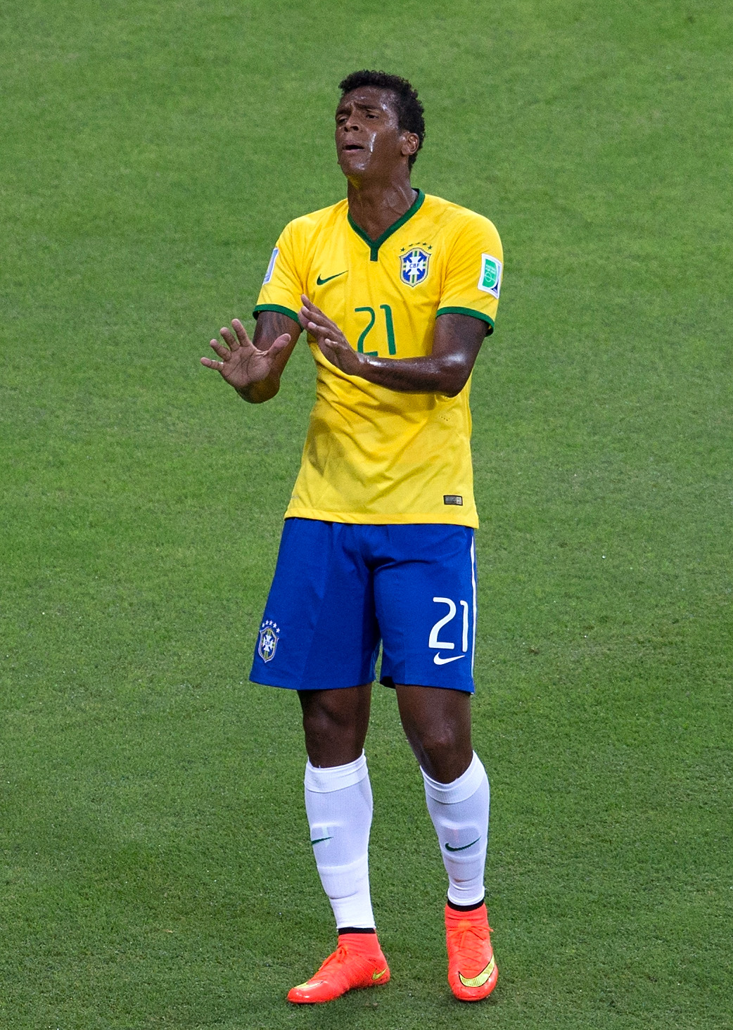 Jo playing for Brazil at the World Cup.