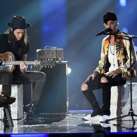 James Bay and Justin Bieber perform Sorry at the BRITs