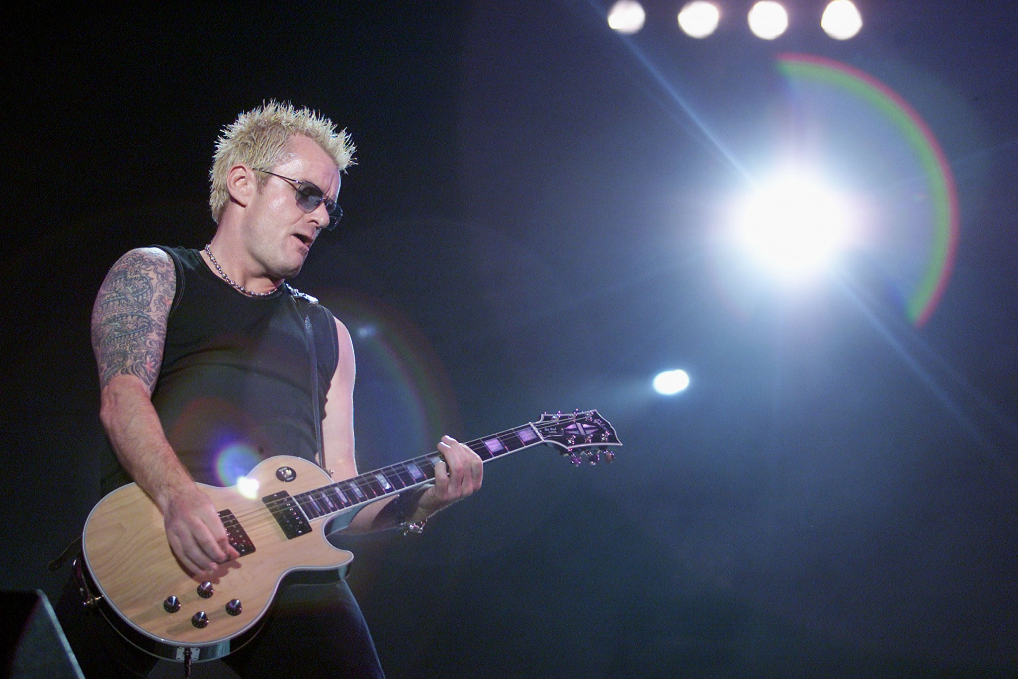 Billy Duffy on stage with The Cult – Loaded
