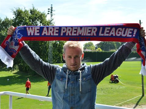 Barry Bannan signs for Crystal Palace.