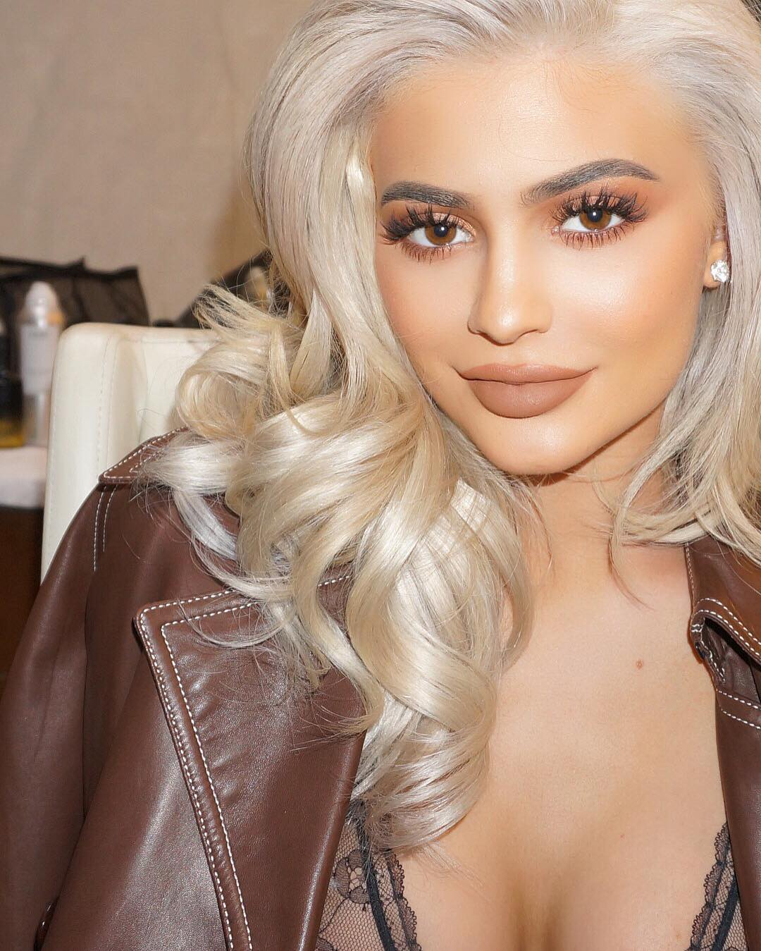Kylie Jenner sports her blonde bob