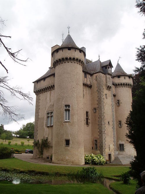 house hunting here are some castles for sale and under 1m