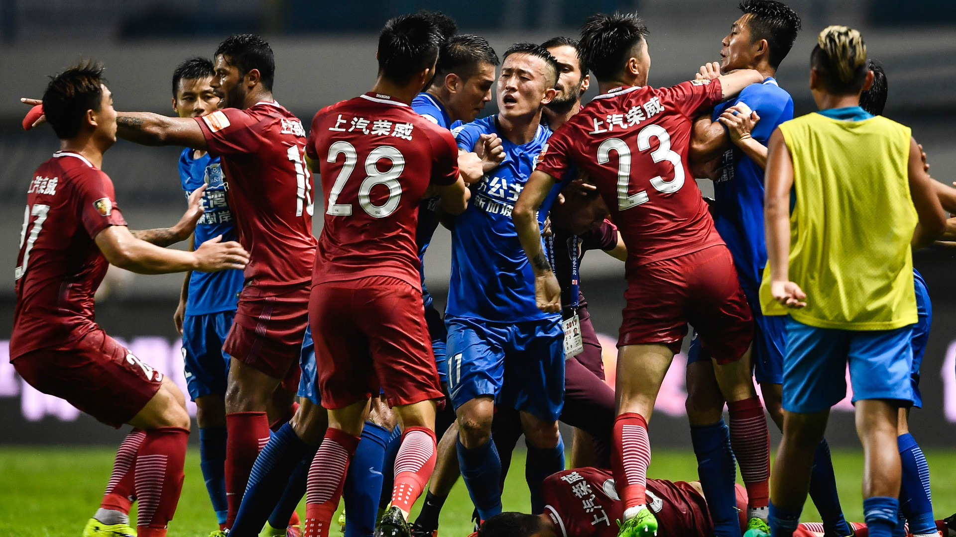 Oscar in a brawl in the Chinese Super League