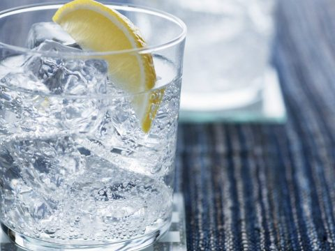 A glass of gin and tonic.