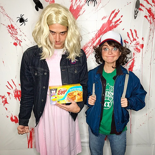 Sarah Hyland does Stranger Things.
