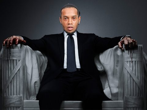 Ronaldinho in his own House of Cards.