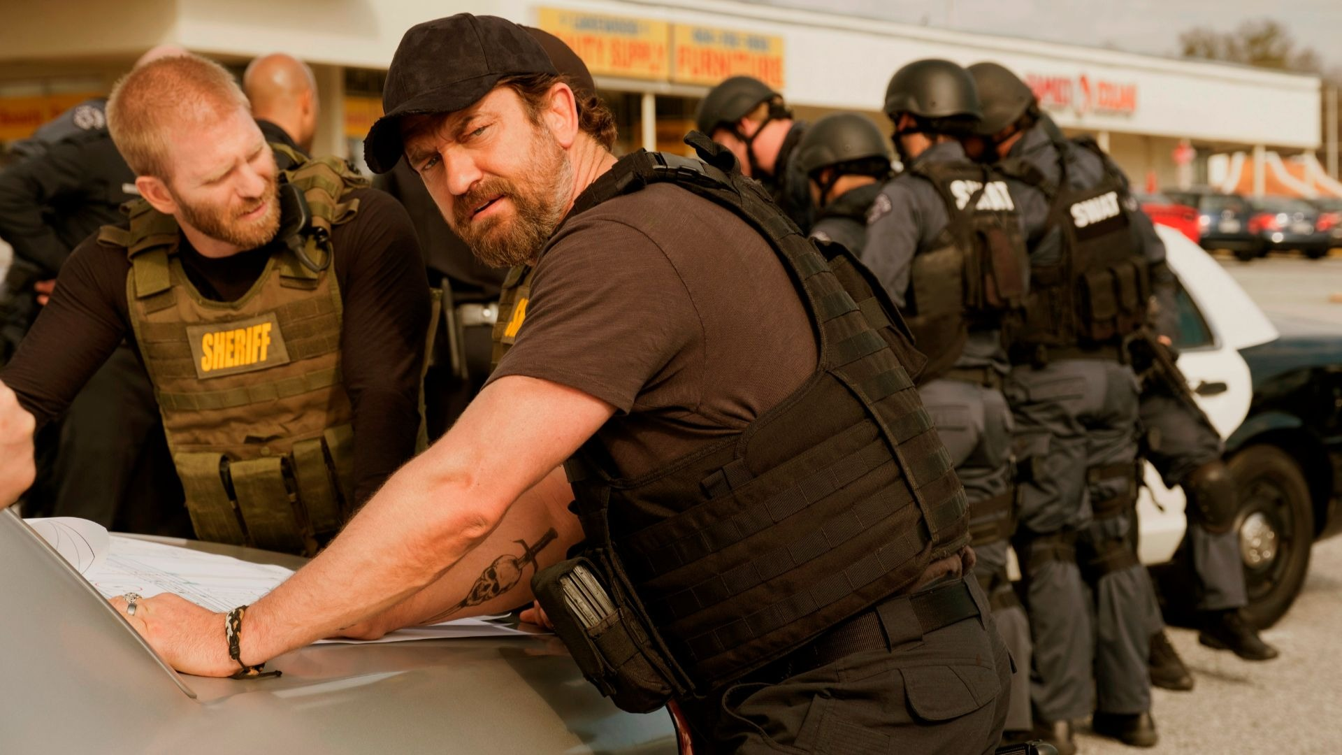 Gerard Butler in Den Of Thieves.