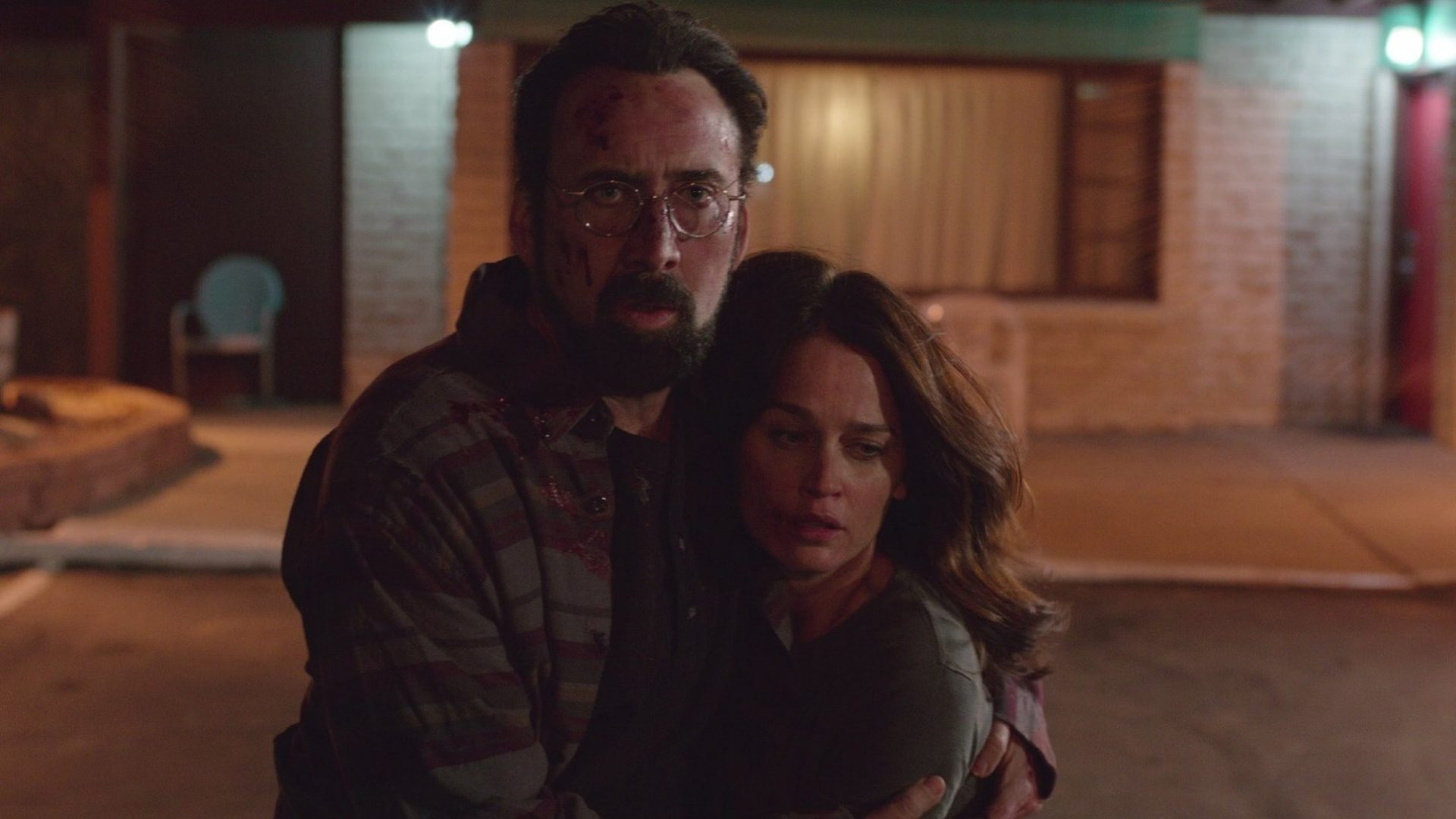 Nicolas Cage and Robin Tunney in Looking Glass.