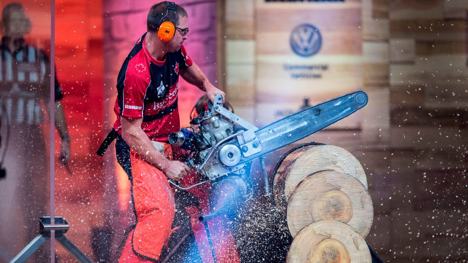 Mitch Hewitt of Canada in the Hot Saw discipline.