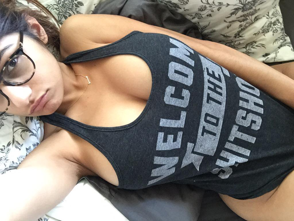 Mia Khalifa in bed Loaded