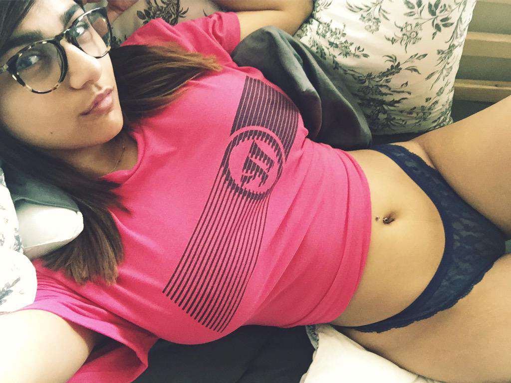 Mia Khalifa pink top Loaded