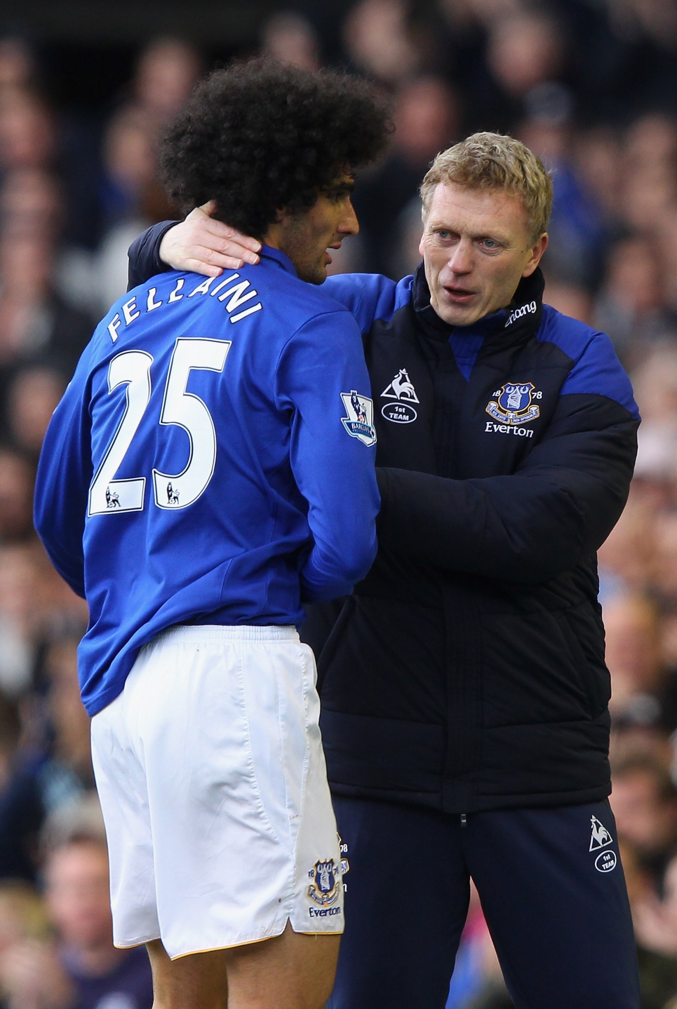David Moyes congratulates Marouane Fellaini at Everton.