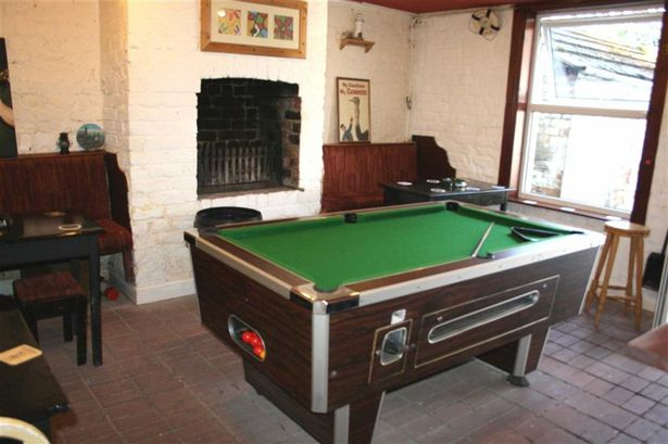A working pool table.