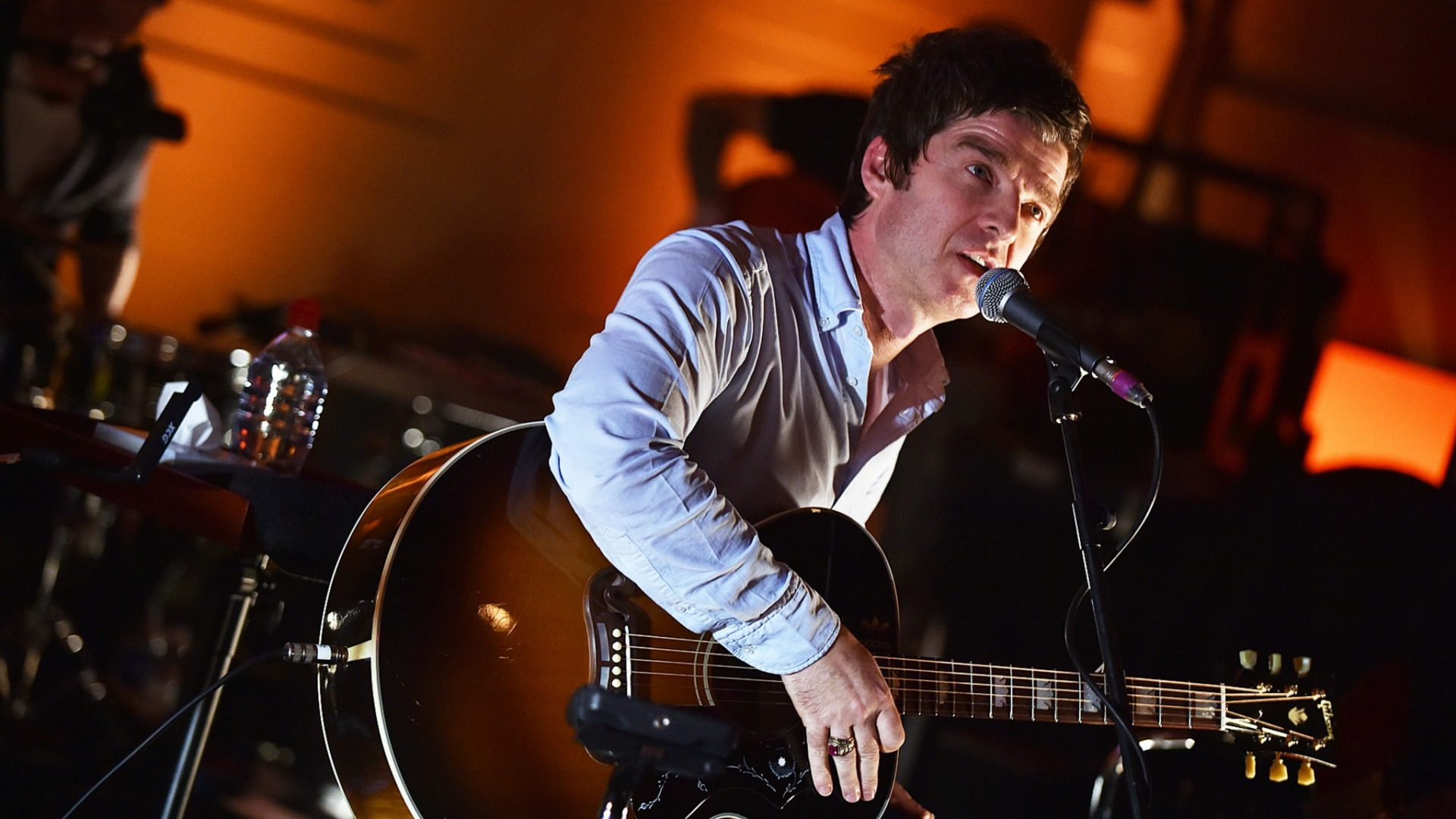 Noel Gallagher, favourite to record England euro song