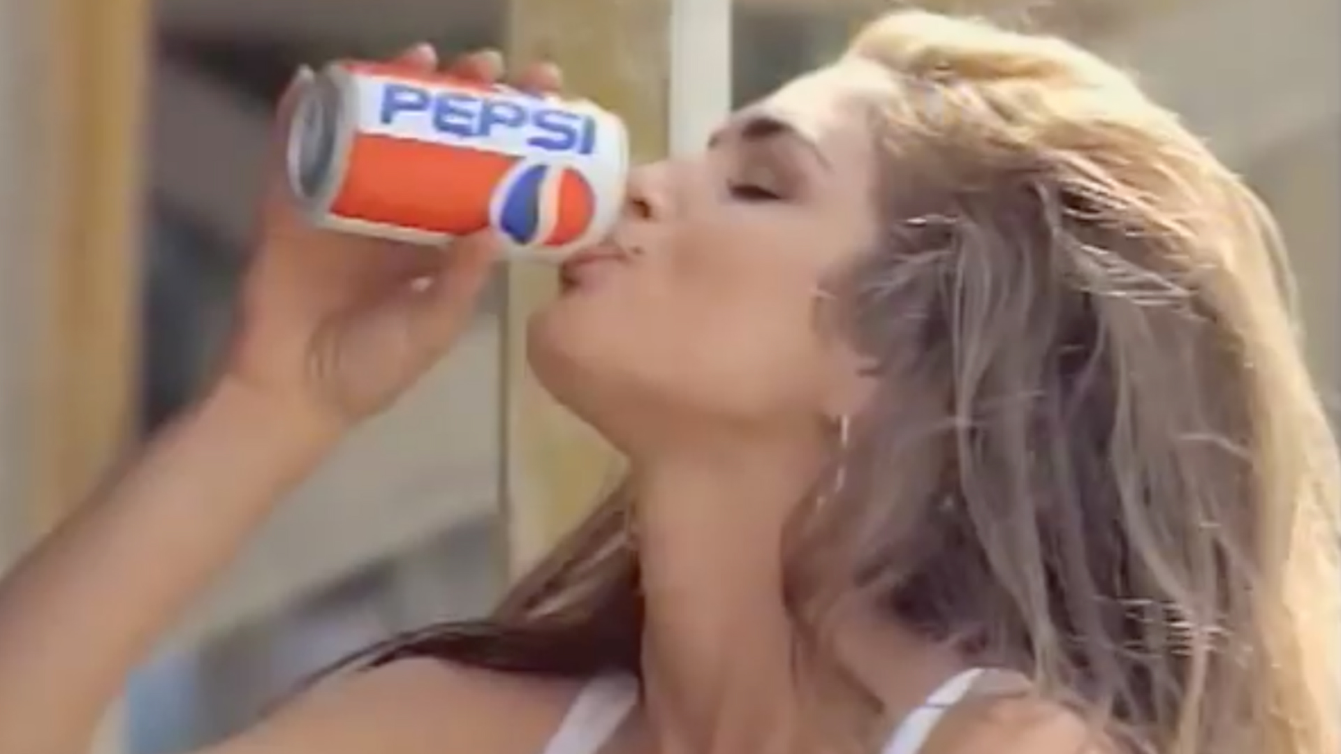 Cindy Crawford's 1992 Pepsi Super Bowl ad