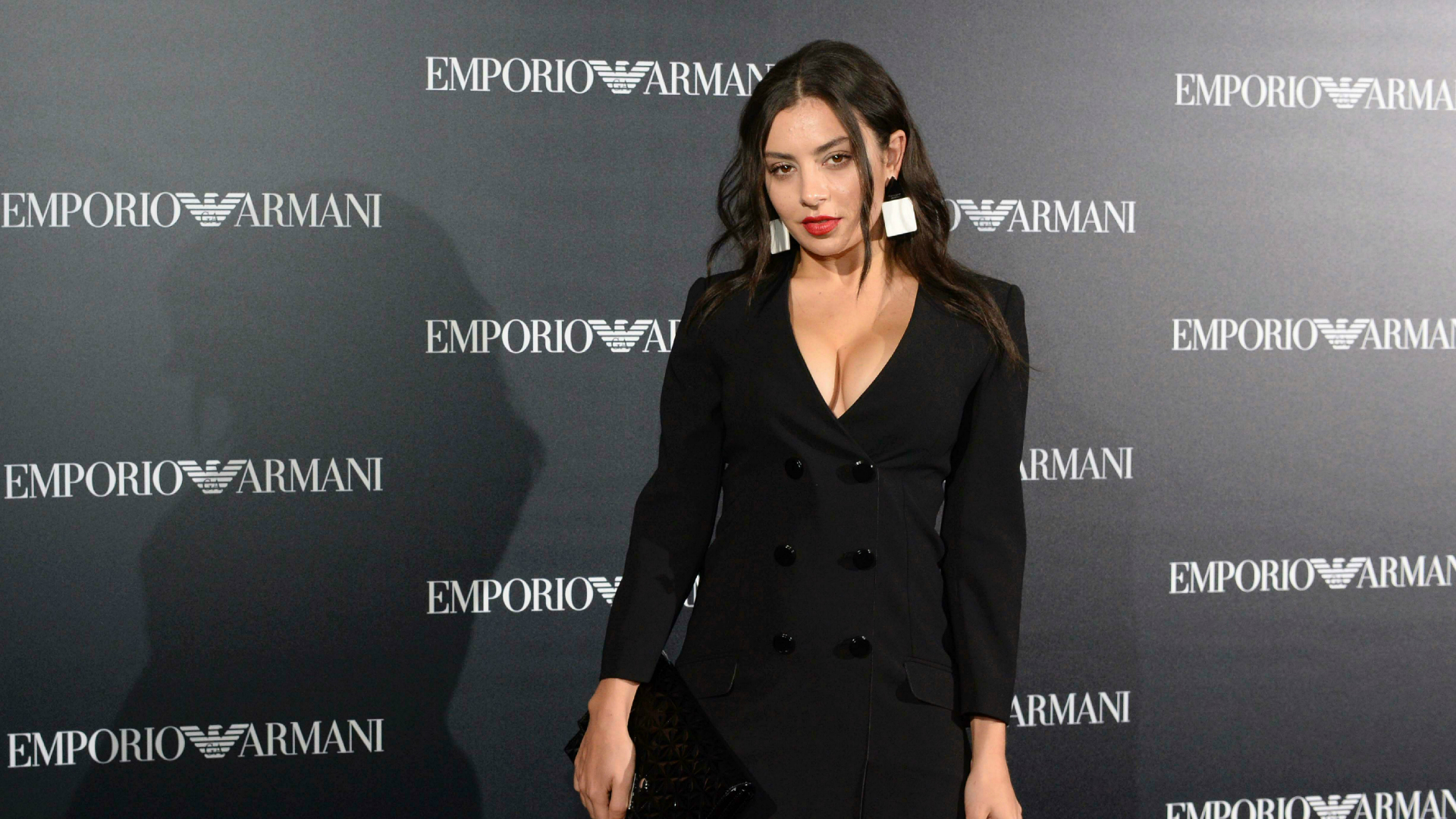 Charli XCX poses on the red carpet.