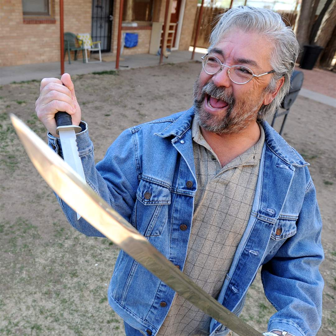 Gary Faulkner with the weapons he was found with in Pakistan.