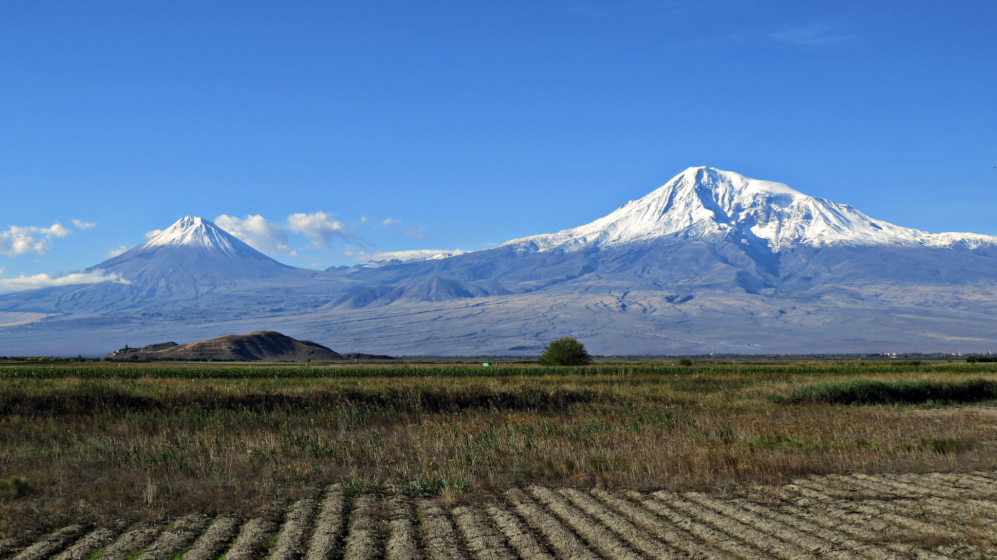A picture of Mount Ararat.