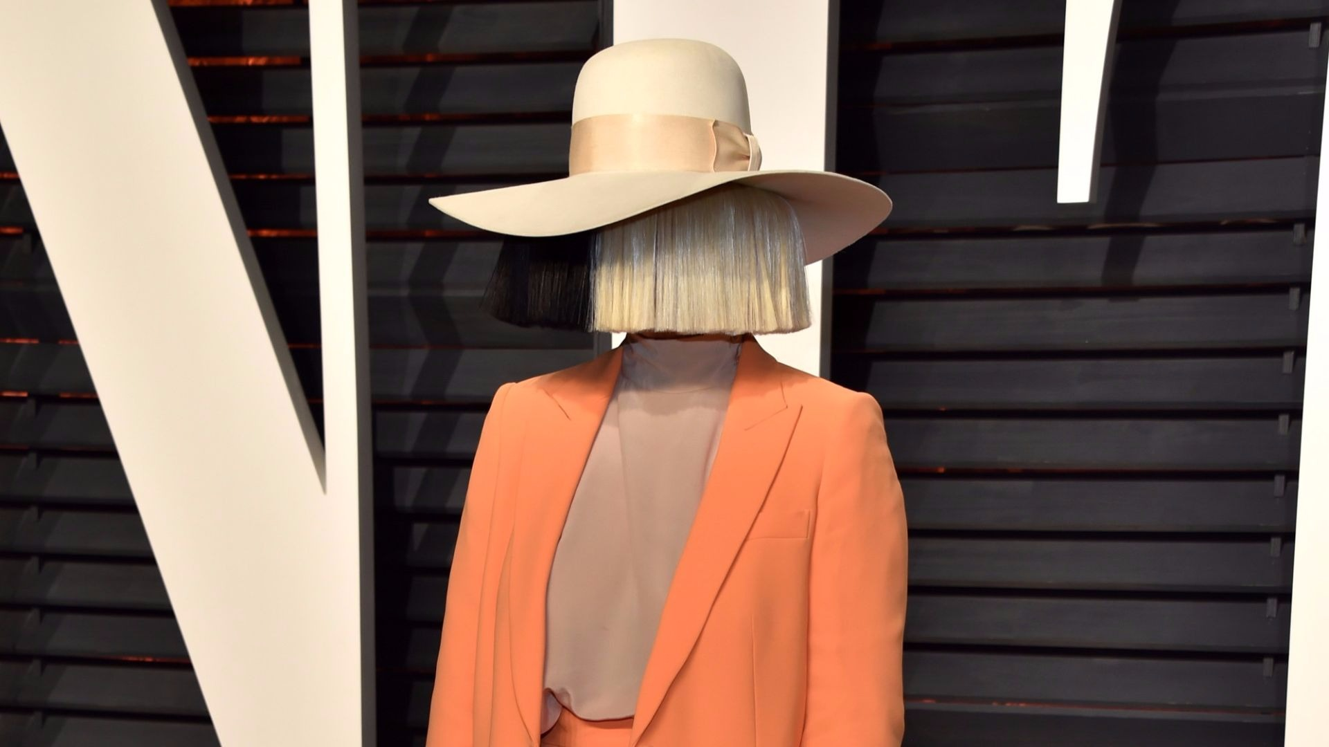 Sia in disguise.