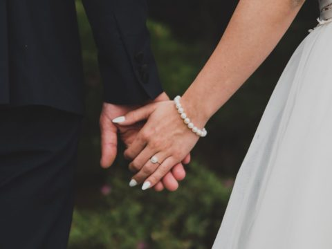 Couple divorces after just three minutes of marriage.